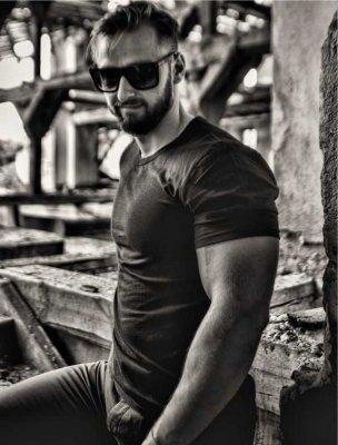 peter-barakov-designer-artist-born-lion-custom-clothing-ceo-founder